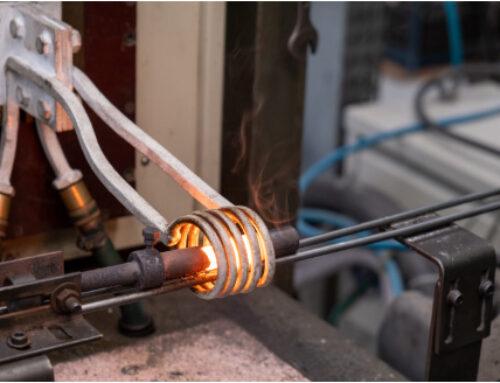 Forjamento convencional em matriz fechada com aquecimento indutivo